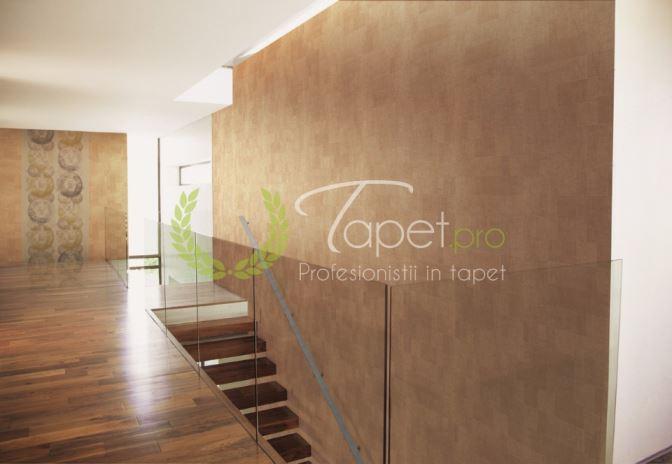 Tapet modern cu aspect stucco venetian in nuanta aramie.