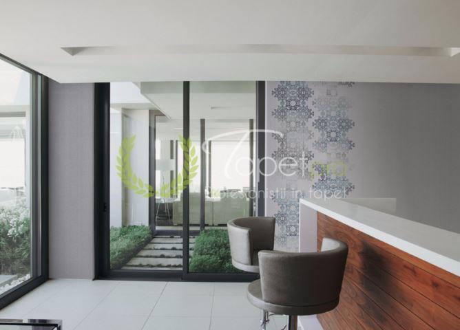 Tapet modern din vinil cu elemente decorative zen in nuanta gri albastrui.