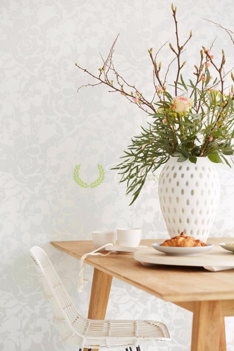 Tapet din hartie pentru un look modern cu imprimeu floral nuanta gri-deschis.