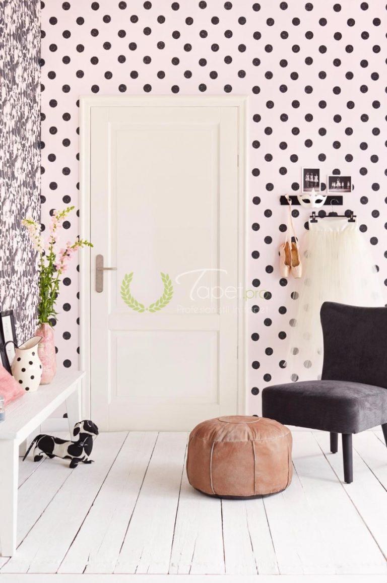 Tapet modern in nuanta roz pal cu buline negre usor negre.