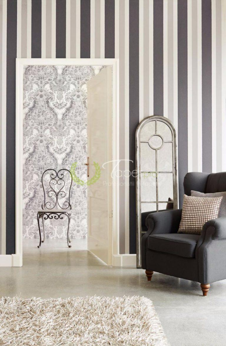Tapet din hartie cu dungi verticale, usor texturate, nuante de gri.
