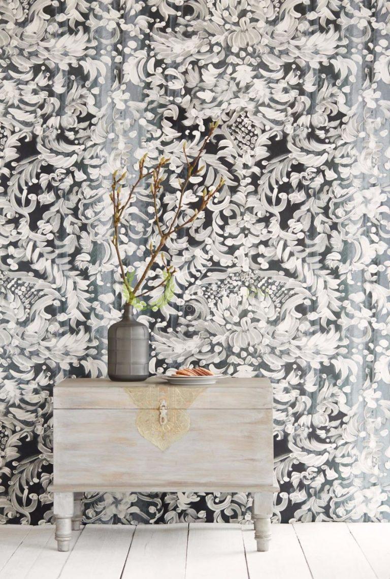Tapet stilizat din hartie fundal negru cu motiv floral alb.