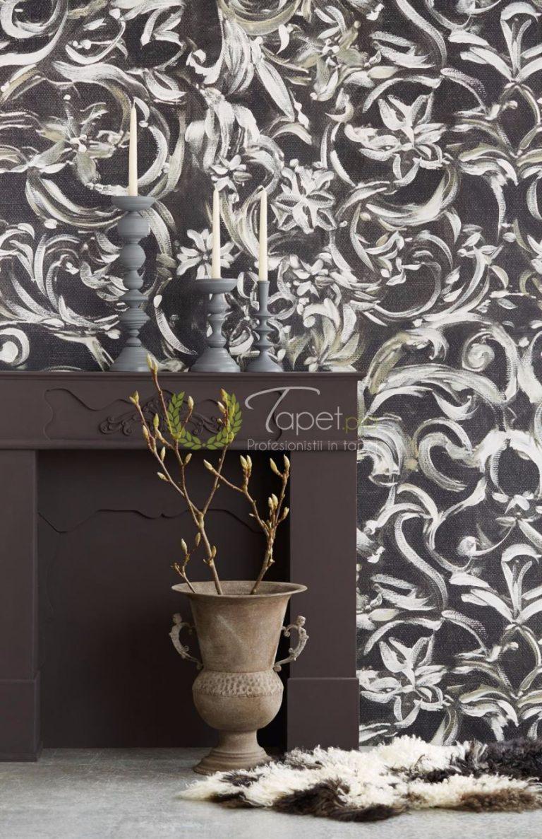 Tapet cu model stilizat floral cu fundal negru si elemente albe.