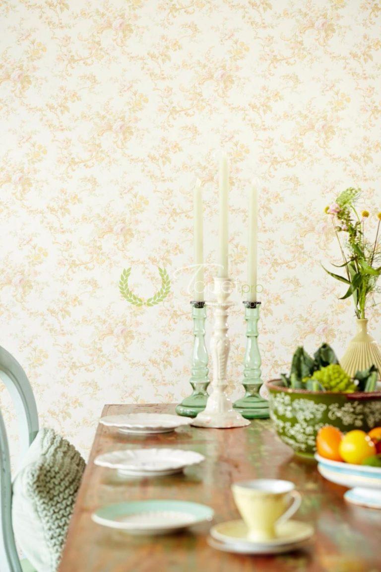 Tapet din vinil cu imprimeu floral culori pale usor sidefate.