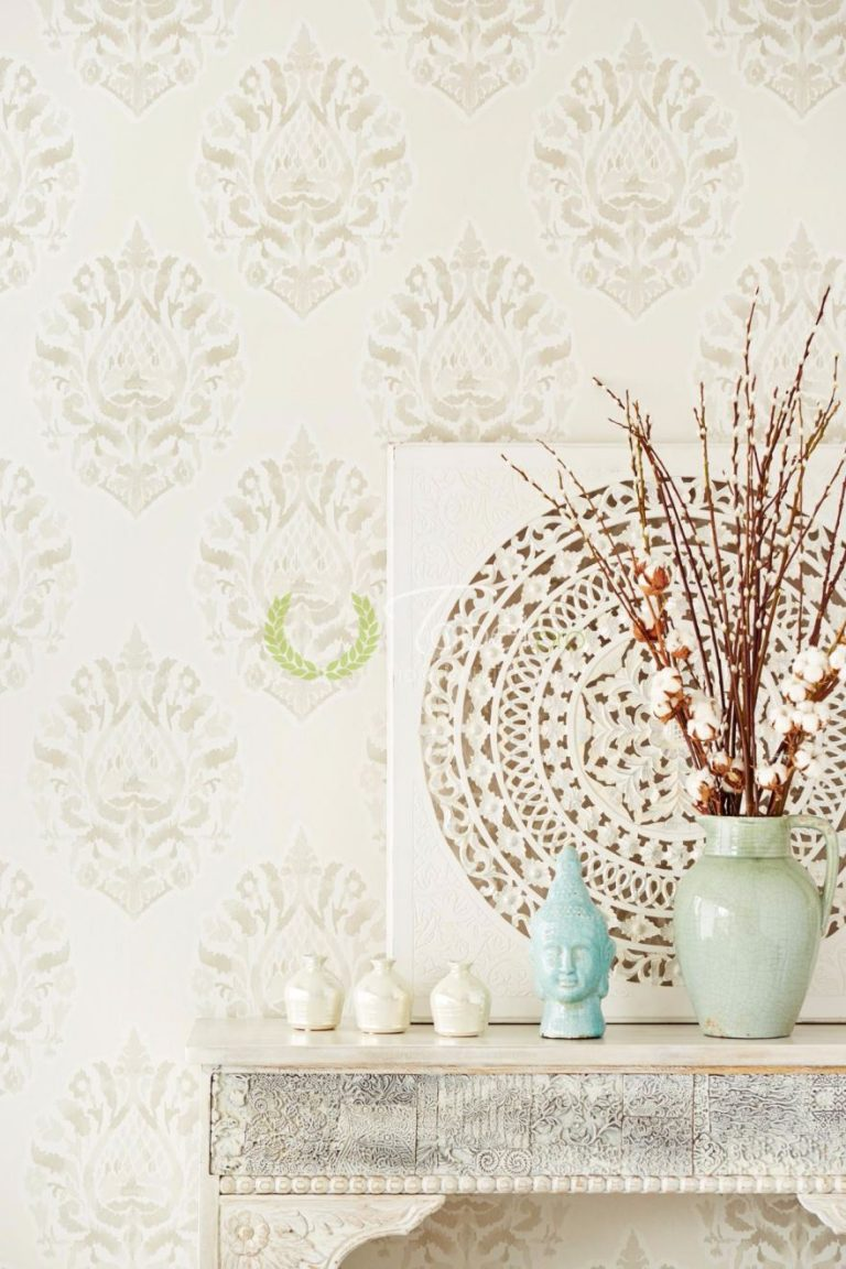 Tapet clasic cu model floral - abstract in tonuri de alb cu crem.