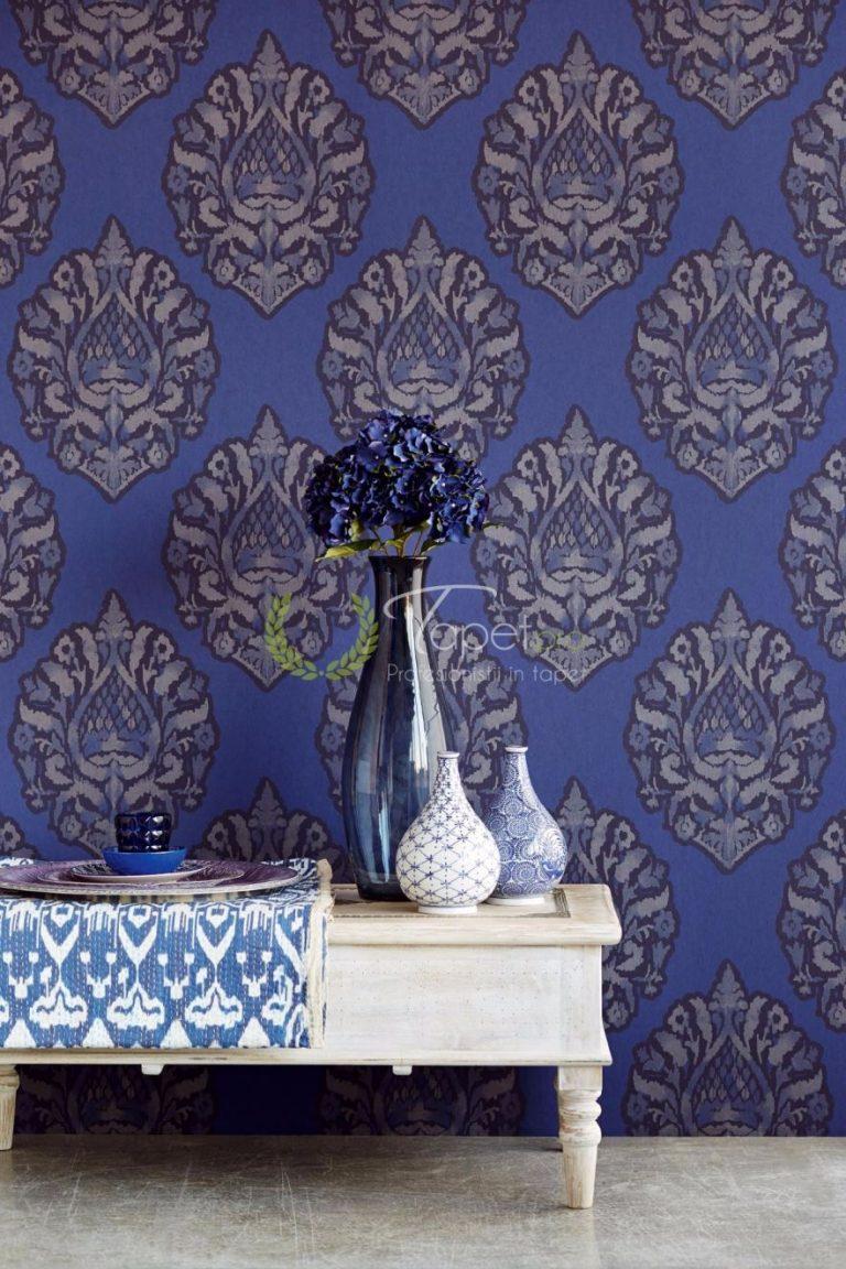 Tapet clasic elegant cu elemente decorative de bleumarin si gri.