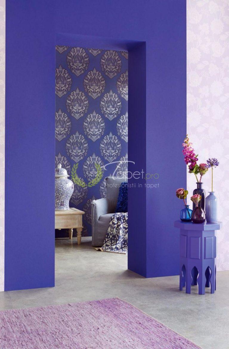 Tapit clasic uni culoarea bleumarin.