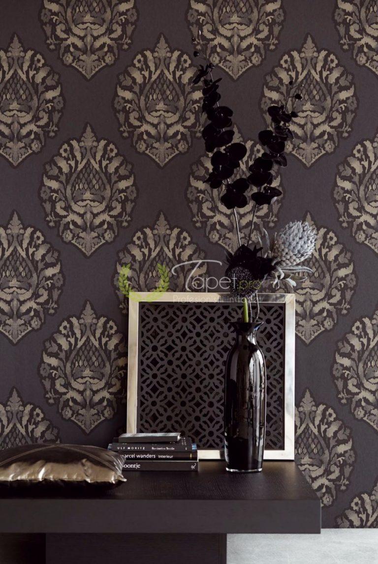 Tapet clasic elegant cu elemente decorative nuanta maro.