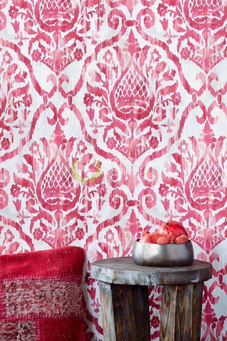 Tapet clasic elegant cu elemente decorative nuanta fucsia cu gri deschis.