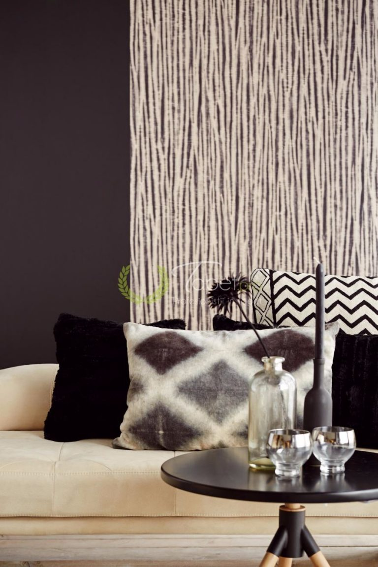 Tapet clasic cu aspect texturat si dungi verticale monocolore.
